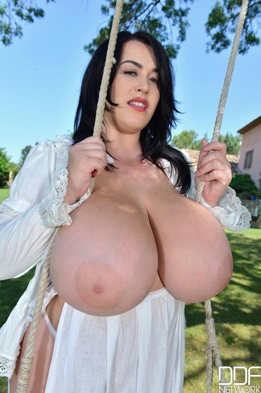 Leanne Crow massive big natural tits in the public 0