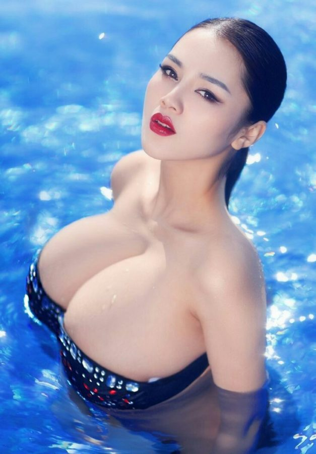Big Titty Asian Babe In The Pool-8500