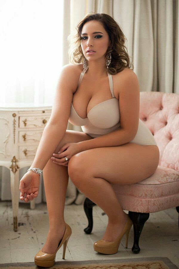 Natural Glamour Big Titty Babe