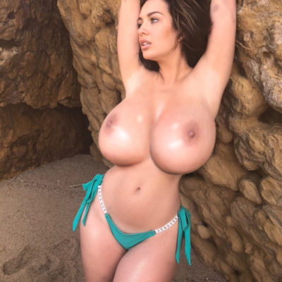 Holly Peers Naked Big Breasts